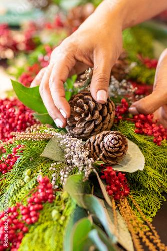 Fotografia, Obraz Woman hands making floral arrangements Christmas