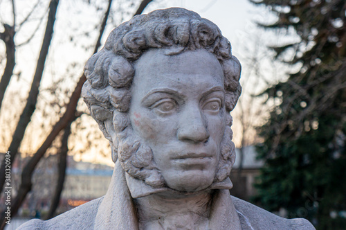 Fototapeta Moscow, Russia - March 24, 2020: Monument to the great Russian poet Alexander Pu