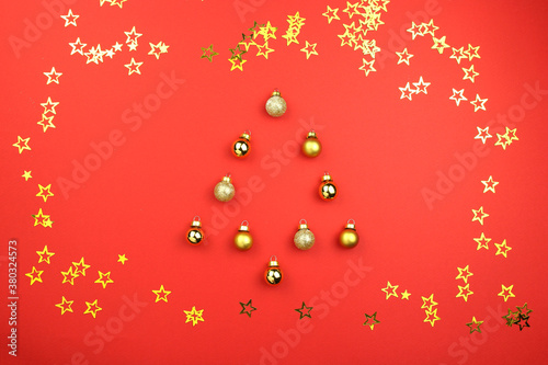 Canvas Print christmas tree made of ball decoration on red background with golden confetti stars