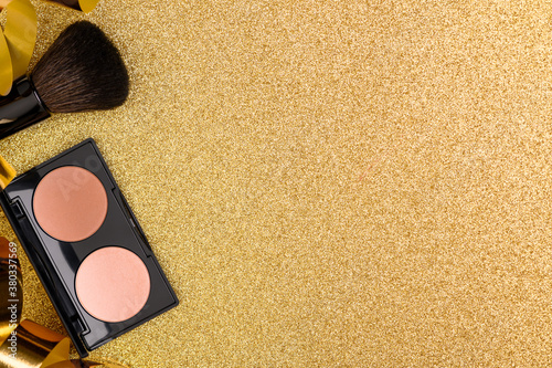 Canvas-taulu Foundation palette on a shiny festive background with glitter, flat lay