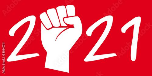 Photo Concept du poing levé sur fond rouge pour symboliser la grève et les manifestations pour défendre les acquis sociaux des ouvriers, pour l'année 2021