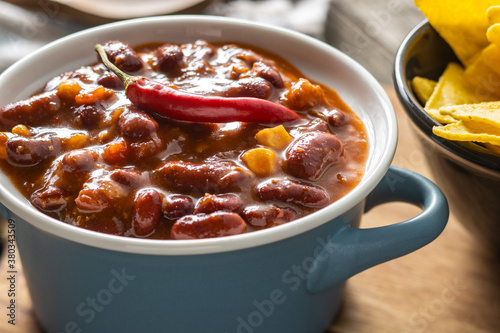 Fotografiet Chili con carne. Mexican food with beans.