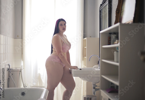 Leinwand Poster beautiful shapely woman in lingerie in bathroom