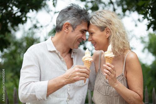 Fototapeta happy old couple eating ice-cream outdoor obraz