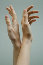 Two Hands Dance