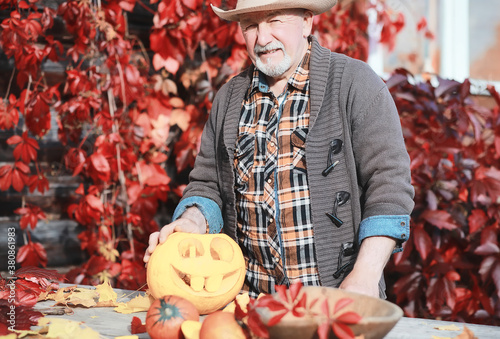 Obraz na plátne Autumn traditions and preparations for the holiday Halloween