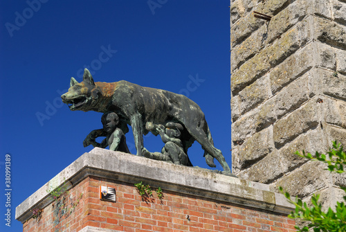Statue of she wolf suckling Romulus and Remus in Siena Tuscany Italy Tapéta, Fotótapéta