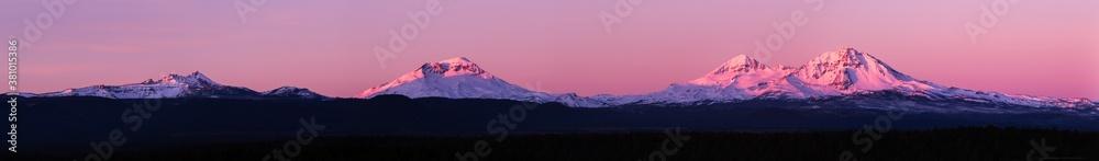 Obraz Sunrise panorama image of the  three sisters mountains and broken top fototapeta, plakat