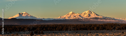 Fotografie, Obraz Early morning shot of the three Sisters mountains in central Oregon near Bend