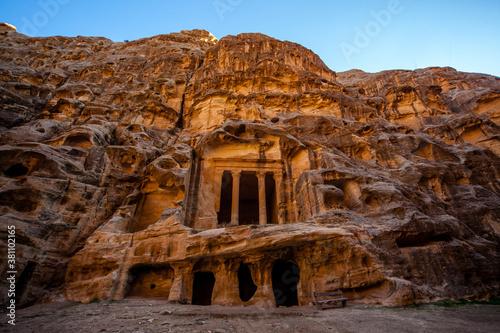 Antico sito Nabateo conosciuto come Piccola Petra in Giordania Canvas Print
