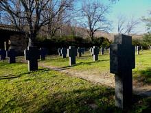 Cementerio De Militares Alemanes En Cáceres (España), Historias De La Segunda Guerra Mundial/German Military Cemetery In Cáceres (Spain), Stories Of The Second World War