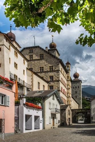 Fotografía 1496  Brig - Straße zum Schloss
