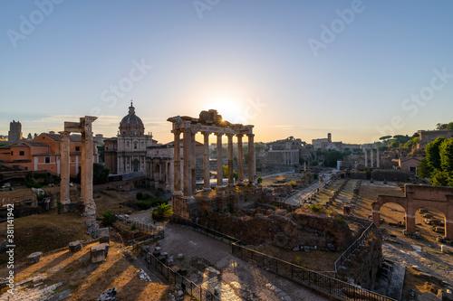 Obraz na plátně Silent dawn in the Roman Forum, Rome
