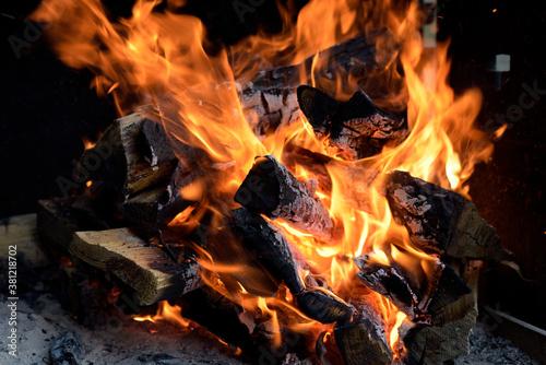 Valokuvatapetti belles flammes sur un feu de camp