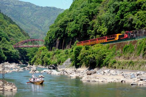 嵯峨野観光鉄道トロッコ列車と保津川下り