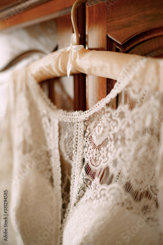 Photo Close-up of the collar of the bride's dress on a hanger with shallow depth of field