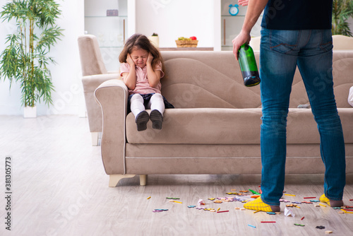 Fotografie, Tablou Drunk father and little girl indoors