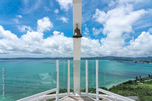 Fotografie, Obraz 古宇利オーシャンタワーの幸せの鐘と古宇利島の風景