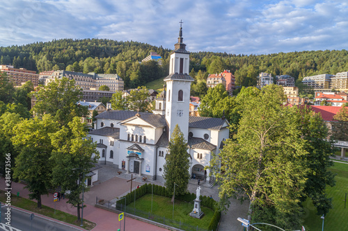 Fototapeta Krynica Zdrój, kościół w centrum miasta obraz