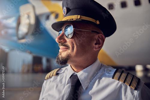 Cuadros en Lienzo Confident man in white shirt and dark tie enjoying good weather near the aviatio