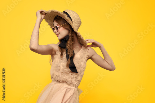 Foto romantic girl in straw hat sunglasses model dress emotions