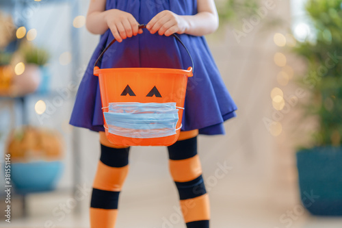 Fotomural kid with a basket for sweets