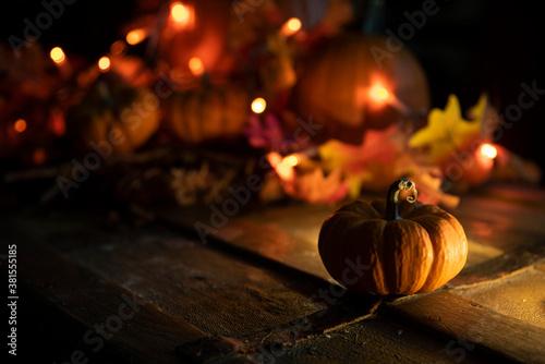 Calabazas con velas halloween oscuro tenebroso asustadizo ciclos cosecha pagano Canvas Print