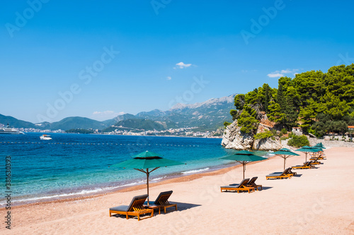 Papel de parede Luxury sand beach near Sveti Stefan historical town, Montenegro