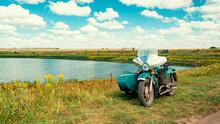 Vintage Sidecar On The Pond Ba...