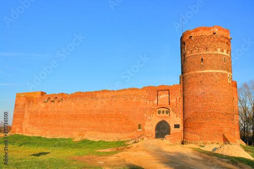 Fototapeta Zamek w Ciechanowie –  zbudowany na przełomie XIV i XV wieku przez księcia mazowieckiego Janusza I Starszego. obraz