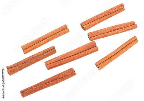 Foto Top view of cinnamon sticks isolated on a white background