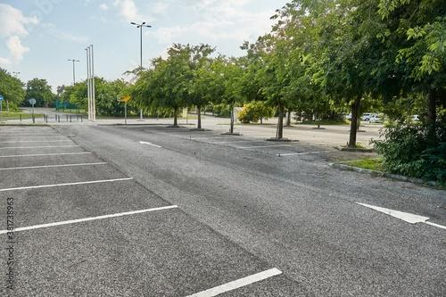 Fotografia Empty places in a parking lot