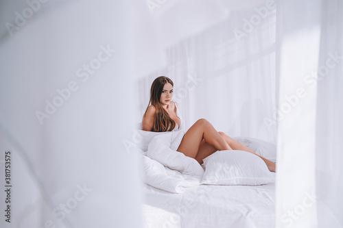 Fototapeta young beautiful brunette boudoir shooting model plus obraz