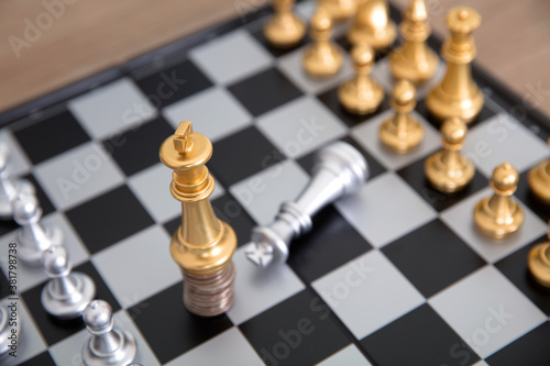 Vászonkép The silver king pawn on the chess board kneels to the golden king pawn standing