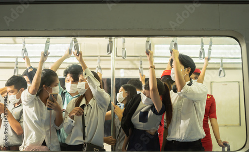 Photo Many people on the train wear anti-virus masks and travel during rush hours