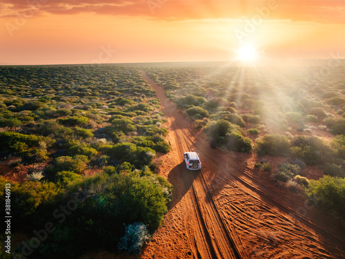 Canvastavla Australia, red sand unpaved road and 4x4 at sunset, freedom outback