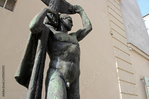 Photo mythology or allegoric statue in paris (france)