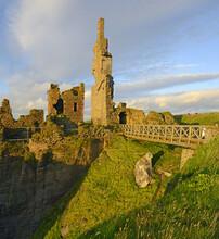 Sinclair Girnigoe Castle. Cast...
