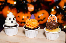 Halloween Cupcakes.  Set Of Fe...