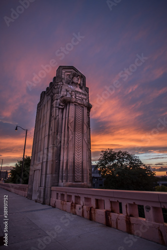 Guardian of Traffic in cleveland ohio with a fiery sunset Canvas-taulu