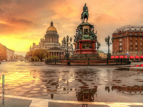 Valokuva Sunset over the St. Isaac's Cathedral, Saint Petersburg, Russia.