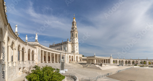 Fotografia monumental ensemble of the sanctuary and the basilica of our lady of Fatima