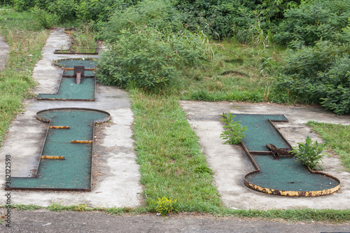 Fotomural Abandoned mini golf course in a bankrupted resorts with decaying and rusting gol