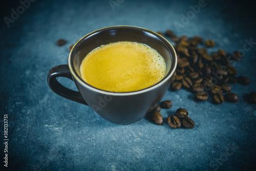 Photo tasse de café sur un fond gris