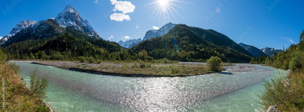 Fototapeta Ahornboden Panorama mit ersten Schnee im Karwendelgebirge in Tirol Österreich