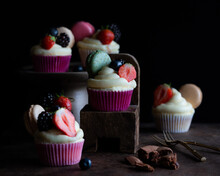 Cupcakes Vanilla With Buttercr...