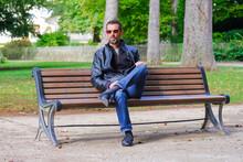 Portrait D'un Homme Assis Dans...