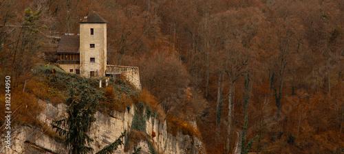 Carta da parati autumn landscape castle rock dramatic golden season landmark scenic view in midd