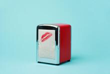 Kiss Dispenser