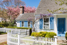 Cape Cod Cottage Home In Sprin...
